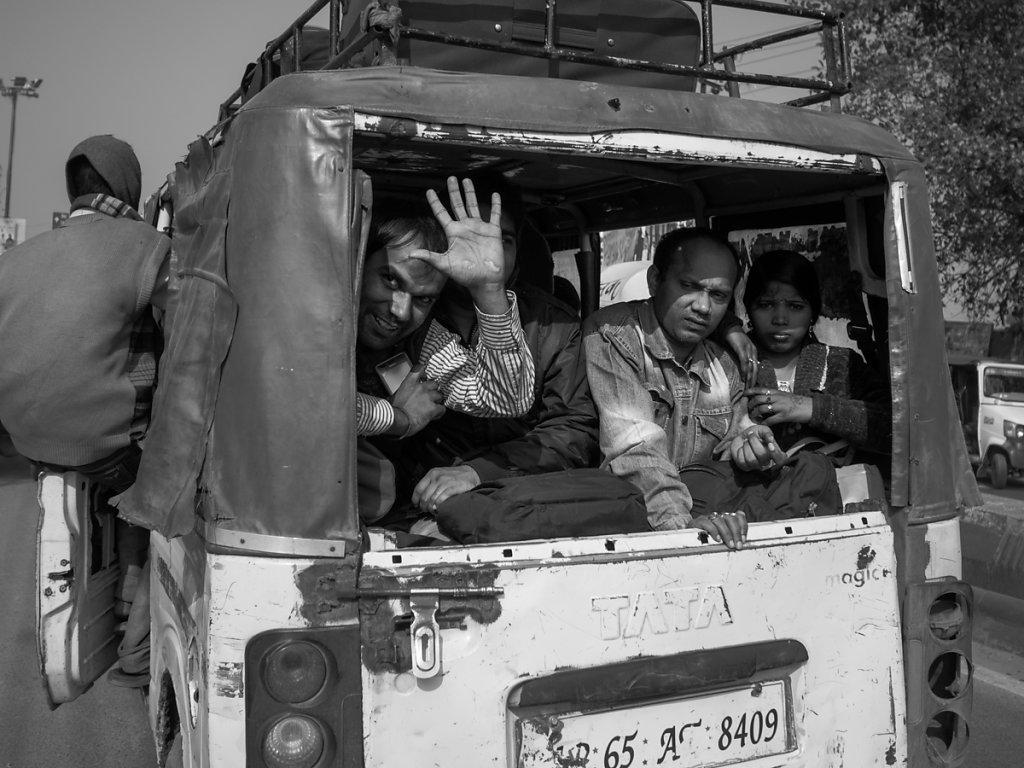 Full Minibus, Varanasi - Uttar Pradesh