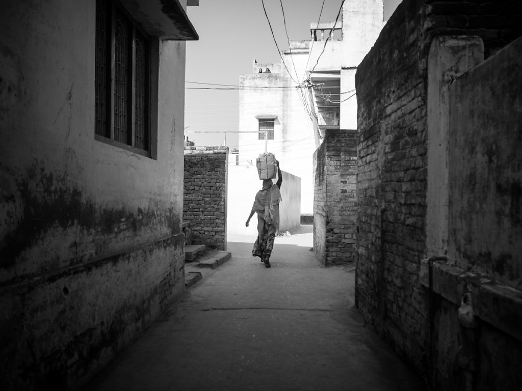 Head-Carrying Woman in Ramnagar, Uttar Pradesh